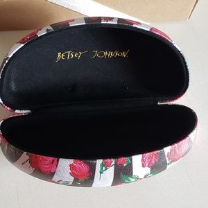 Betsey Johnson Accessories - Betsey Johnson Sunglasses Case